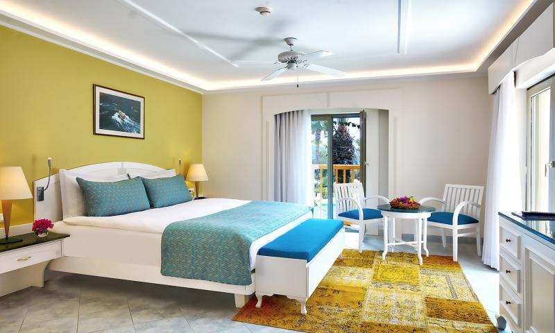 Deniz Manzaralı Corner Suite