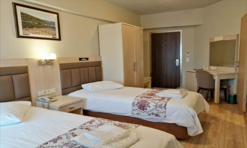 Standart İki Tek Yataklı Oda