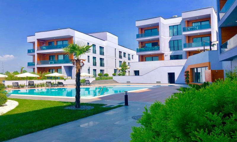 Green Hills Suites