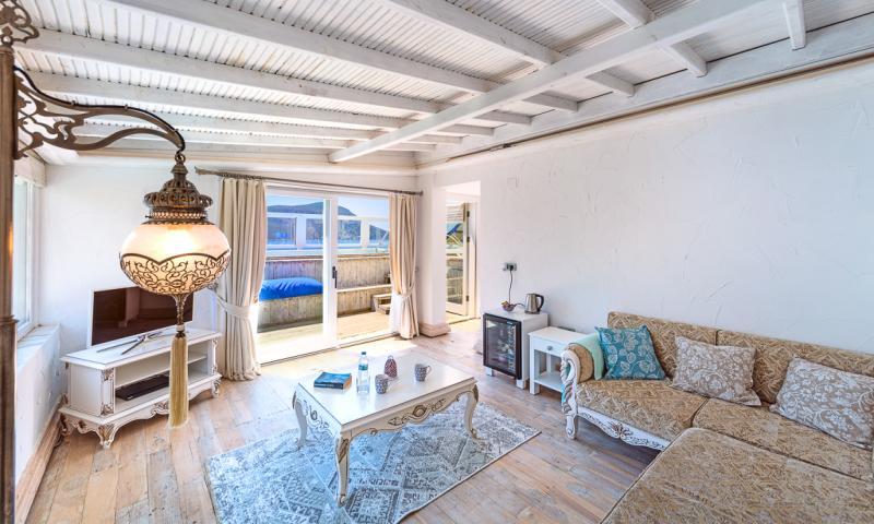 Penthouse Jacuzzi Suite