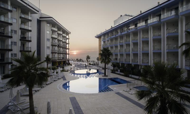 Ramada Hotel & Suites by Wyndham Kuşadası
