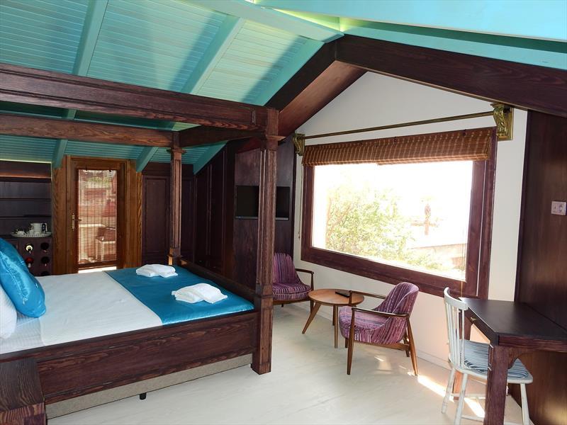 Çatı Katı Oda, Deniz Manzaralı