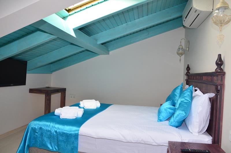Çatı Katı Oda, Ekonomi Balkonlu Tek Kişilik