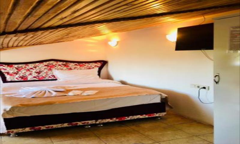 Çatı Katı Oda, Jakuzili ve Şömineli