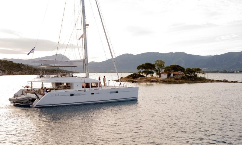 Lagoon 560 Katamaran ile 8 Kişiye (4 Kabin) Özel Sporades Adaları
